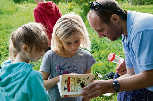 Ed Drewitt with children taking part in Wildwood Natural Neighbours